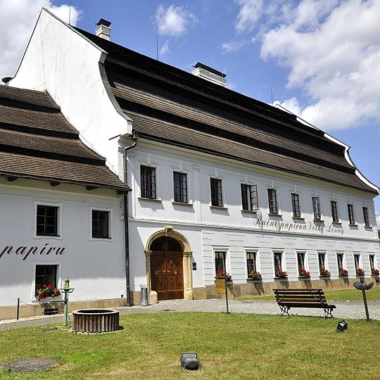Český Krumlov – historické centrum města obtékané Vltavou